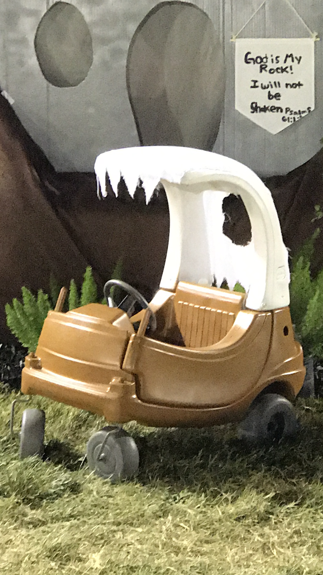Flintstones car for kids. Trunk or treat flintstones. Dyi cozy coupe.
