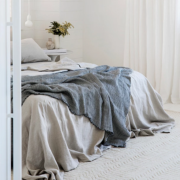 If You Don T Sleep With A Top Sheet You Can Create Your Own Bedding Set With Your Choice Of Pure Linen Fitte Bed Linens Luxury Linen Bedding Natural Cool Beds