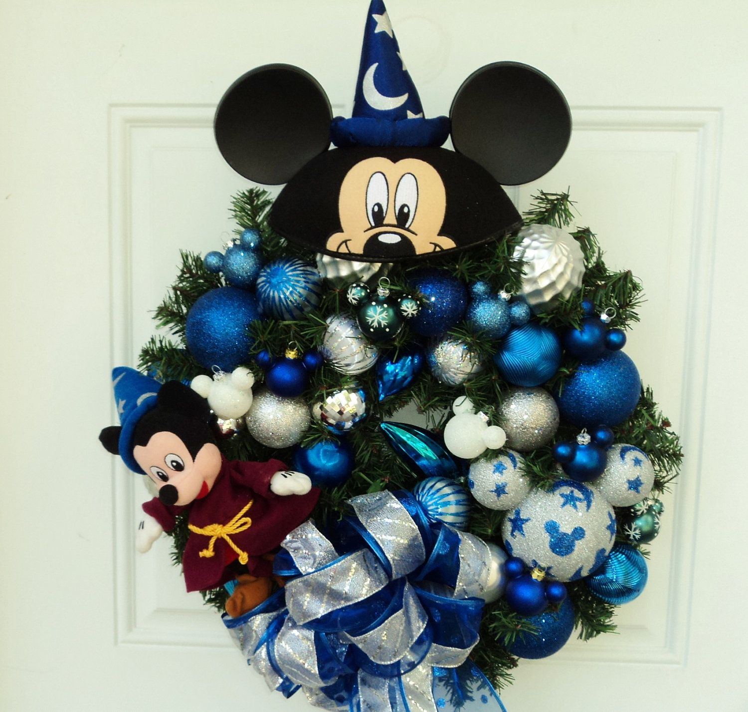 Mickey Mouse Sorcerer Christmas Wreath Disney Pinterest - Minnie Mouse Halloween Decorations