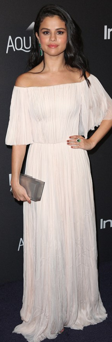 3383476e Who made Selena Gomez's jewelry, silver clutch, and off the shoulder  pleated gown?