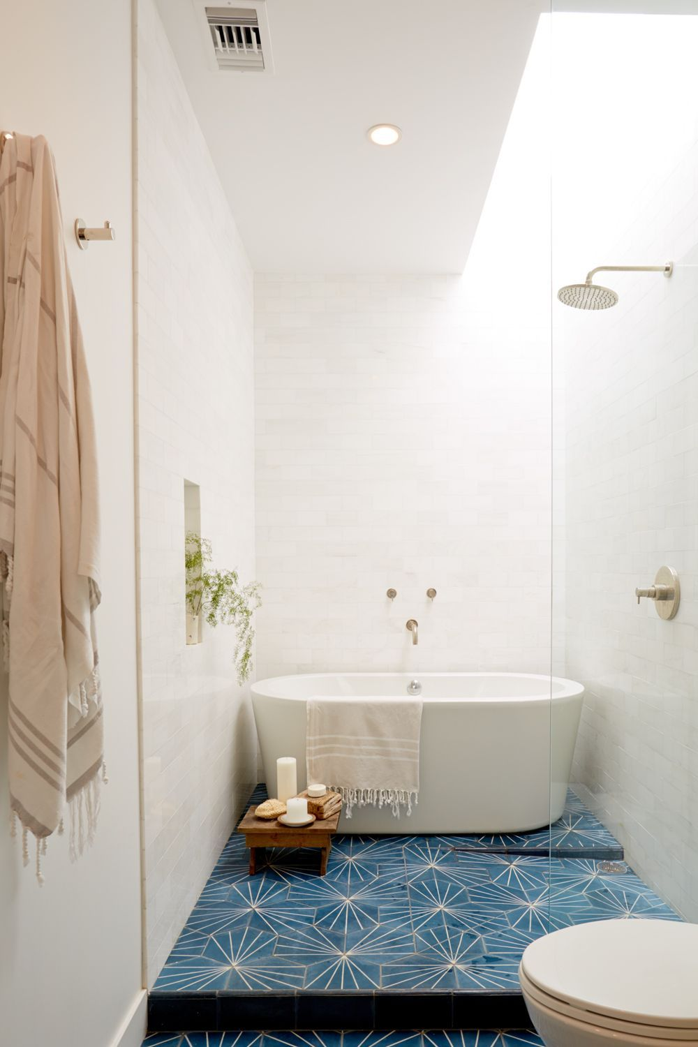 10 pro tips for your most stylish small space ever small for Most stylish bathrooms