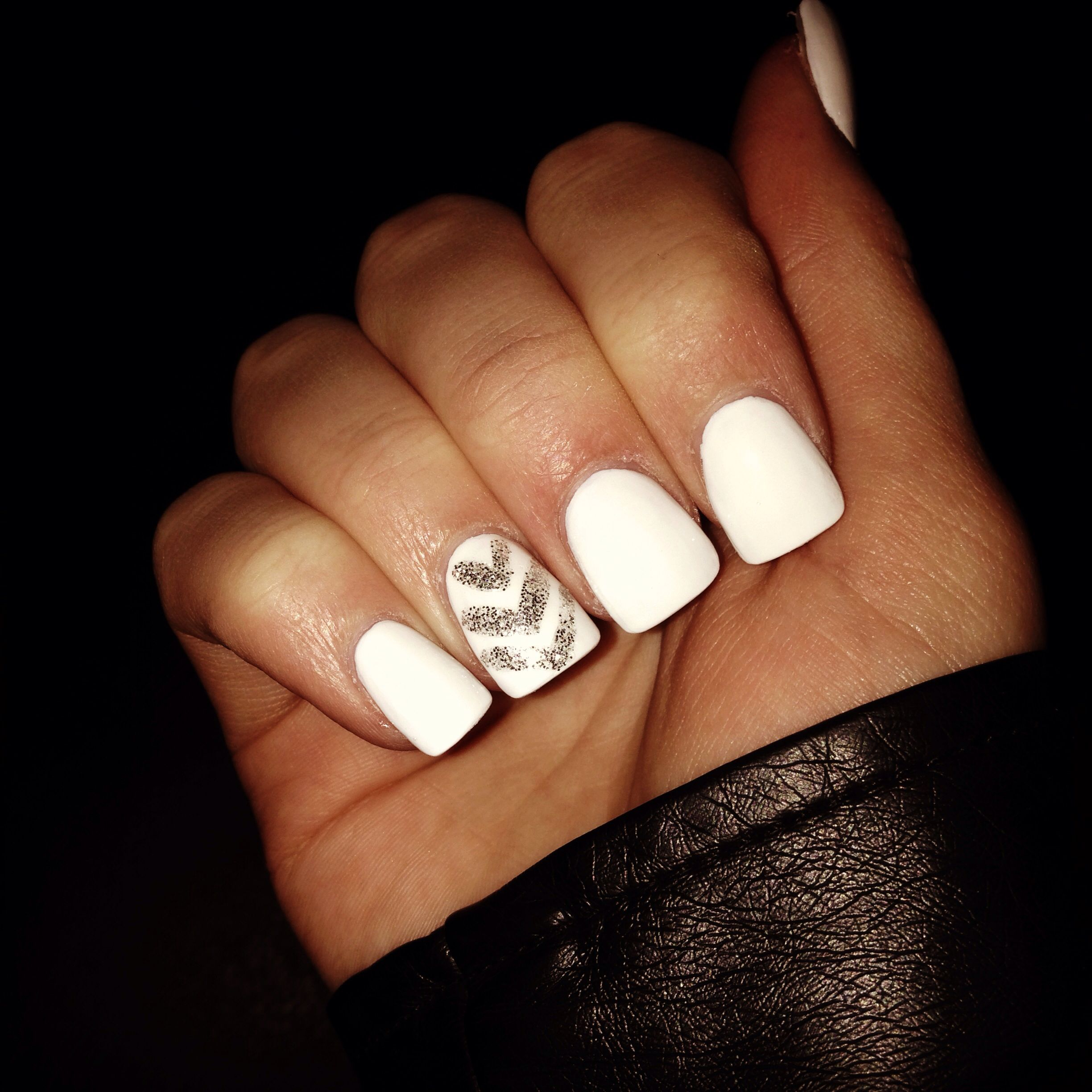 White acrylic nails wi...