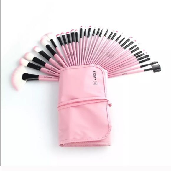 32 pcs eyebrows shadow brushes New: makeup brushes set professional soft cosmetic eyebrows shadow brushes kit case  Handle Material:Wood • high quality brushes that are made from synthetic hair   Package includes: 14 x The Specifications Eyeshadow Brush 6 x The Specifications Blush / Powder Brush 3 x Concealer BrushAngle 2 x Eye Liner Brush 1 x Eyebrow Brush 1 x Sponge Eye Shadow Brush 1 x Lip Liner Brush 1 x Eyebrow Comb brush 1 x Eyelash Comb brush 1 x Lip Brush 1 x Extra Brush Vender…