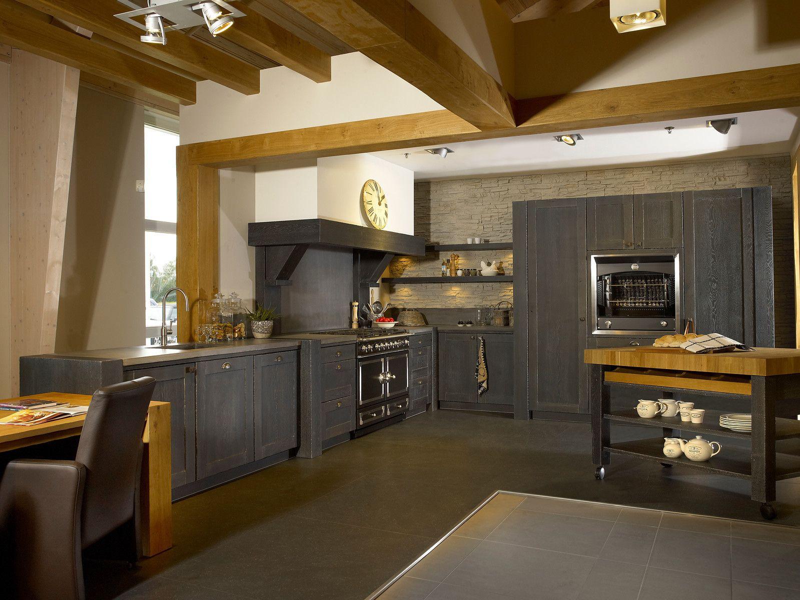 Massief Houten Keuken : Handgemaakte robuuste massief houten keuken in de kleur smoked