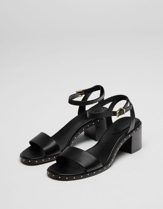 dcb095453245d Sandalia tacón medio tachas - Últimas novedades - Calzado - Mujer -  PULL BEAR España
