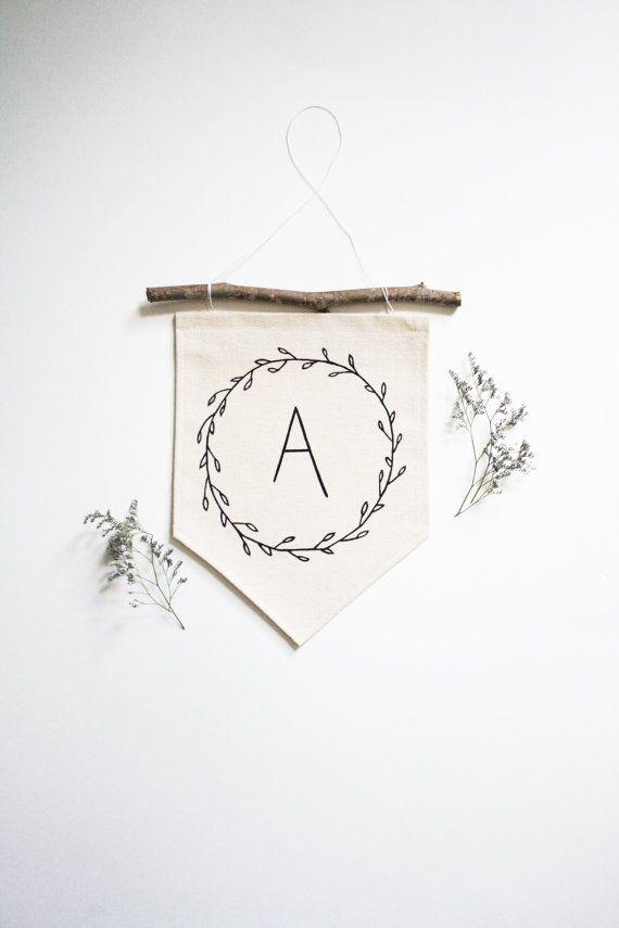 die besten 25 wall flags ideen auf pinterest wandmontierte wimpel filz banner und paris. Black Bedroom Furniture Sets. Home Design Ideas