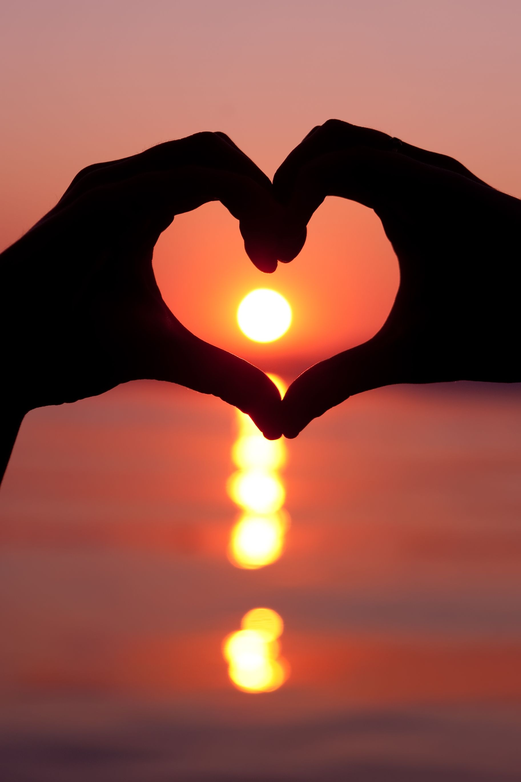 hand hearts in sunset - HD1825×2738