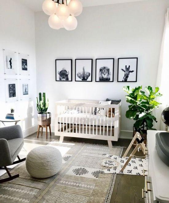 Idées déco chambre bébé animaux peintures murales plantes vertes fauteuil gris dominé …