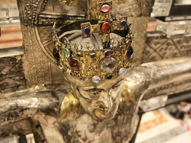 Particolare del crocefisso nel duomo di Vercelli Italia