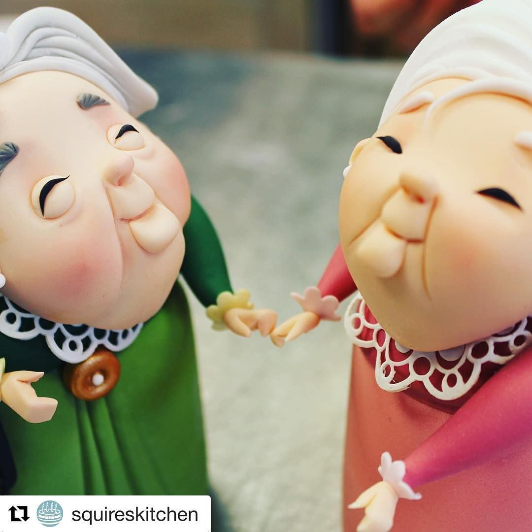 #Repost @squireskitchen ............... @carloslischettiofficial's latest model Atha meets his former model Gloria... new product launching this Wednesday! . . . . . #CarlosHDPaste #SKexclusive #CarlosLischetti #NewProduct #cakeart #sugar #sugarart #modelling #sugarcraft #arteenazucar‬ #squireskitchen ‪‪#animationinsugar‬ #modeladoenazucar