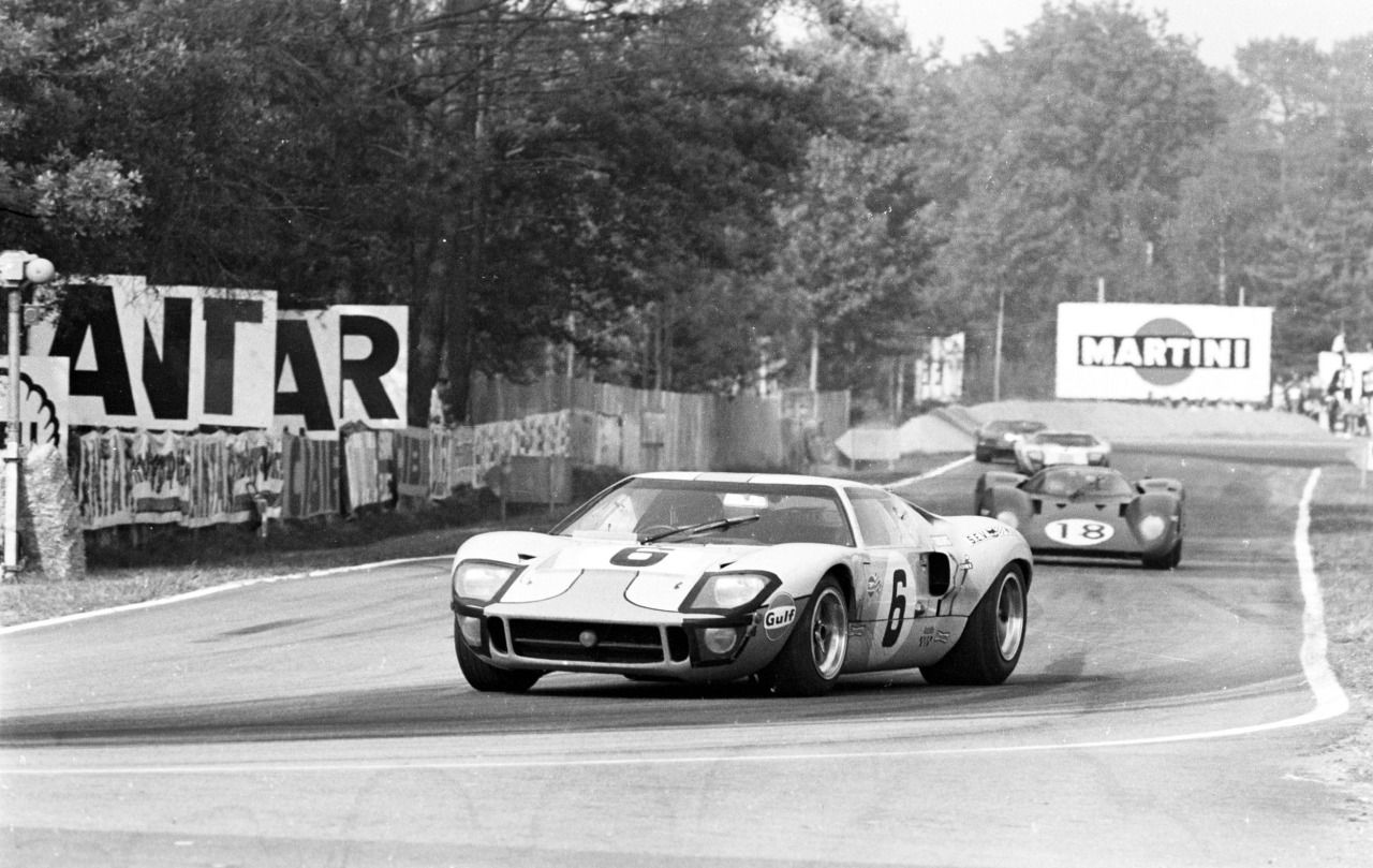 10 Absolute Bucket List Race Tracks For The Petrolhead | Circuits ...