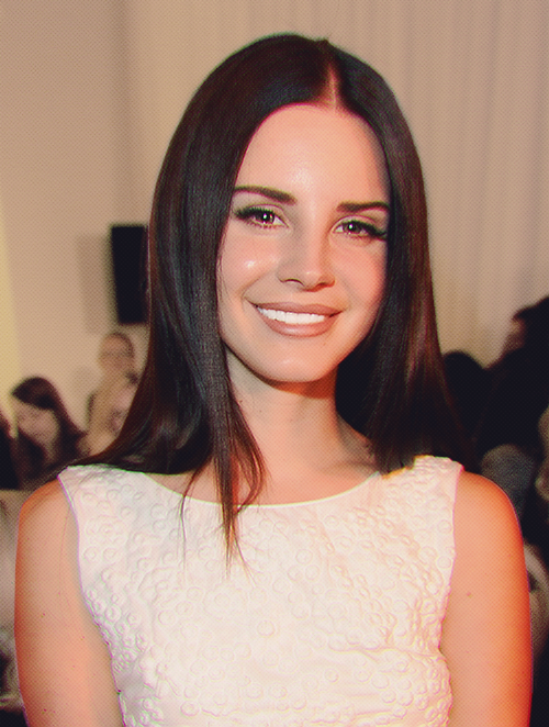 It S So Rare To See Her Smile But When She Does It Sure Is Beautiful Beauty Lana Del Rey Hair Beauty