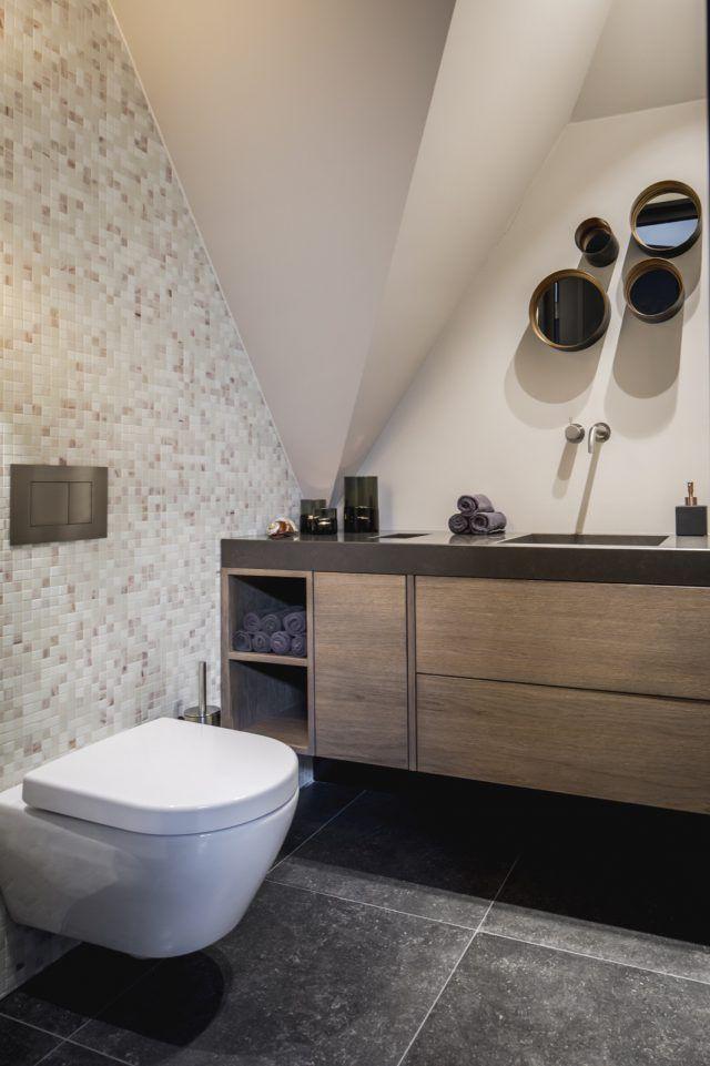 Luxe badkamer inrichting met houten wastafelmeubel | badkamer ideeën ...