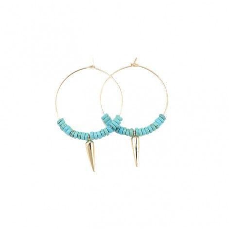 Ces boucles d'oreille créoles perlées et ornées d'une pointe sont signées Luj Paris pour l'été 2016
