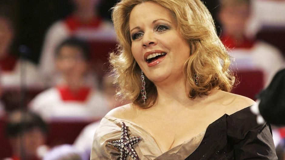 Soprano Renée Fleming performs a lush selection of sacred ...
