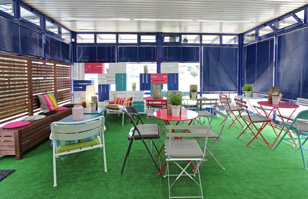 quiosco cafeteria colores reforma low cost coruña cesped artificial