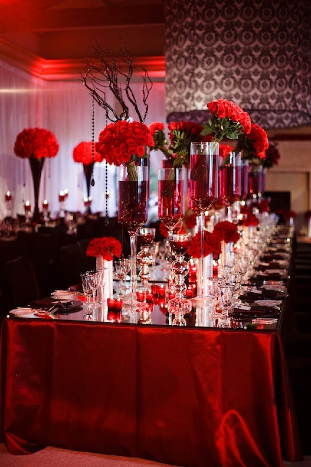 Red white and black wedding table decorating ideas for Red decoration for wedding