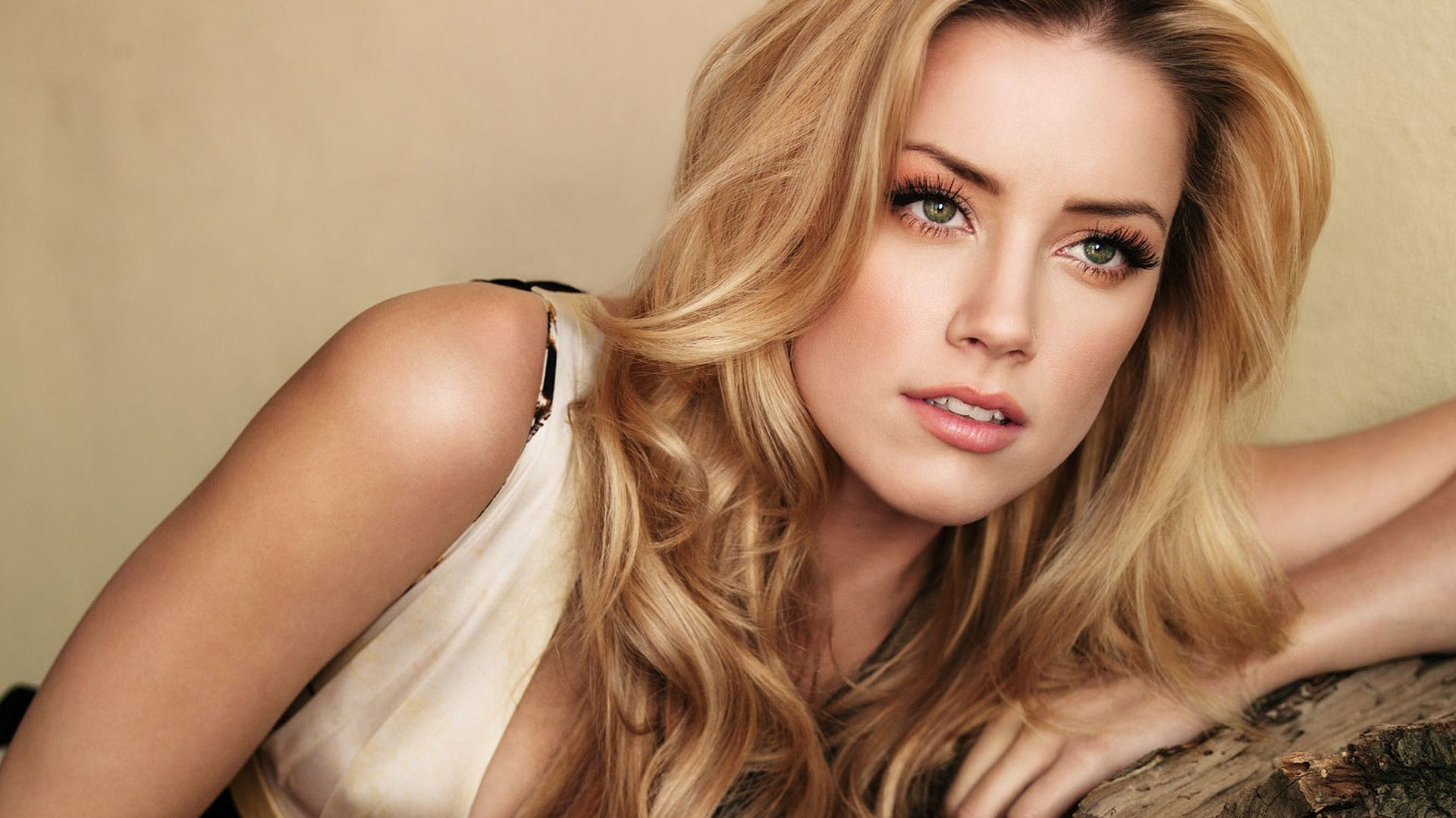 Amber Heard Wallpaper Amber Wallpaper Amber Heard Hot Amber Heard Beauty