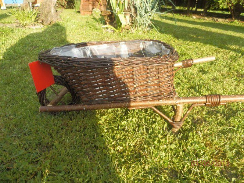 Pletený fúrik využívaný ako črepník