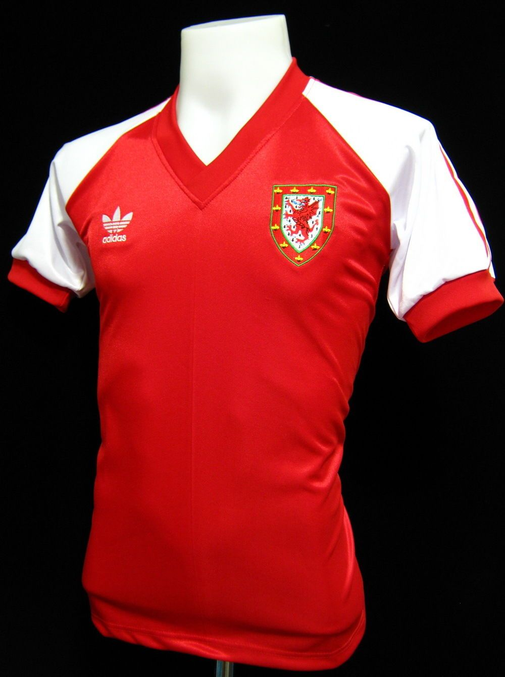 best cheap 99f15 1d5d4 WALES 1982 HOME | retro soccer | Retro football shirts ...