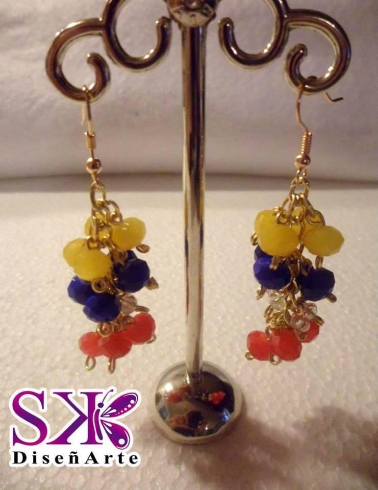 64e6a7130ef8 Originales Zarcillos Tricolor. Lleva a Venezuela en el Corazón y en tu día  a día.  bisutería  jewelry  Venezuela