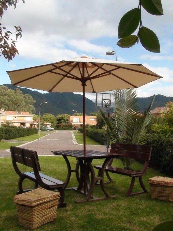Mesa picnic madera con sombrilla 054 mesa picnic madera for Sombrilla jardin