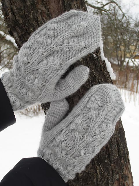 Ravelry: Project Gallery for Regina Cable & Bobble Fingerless Mitts ...
