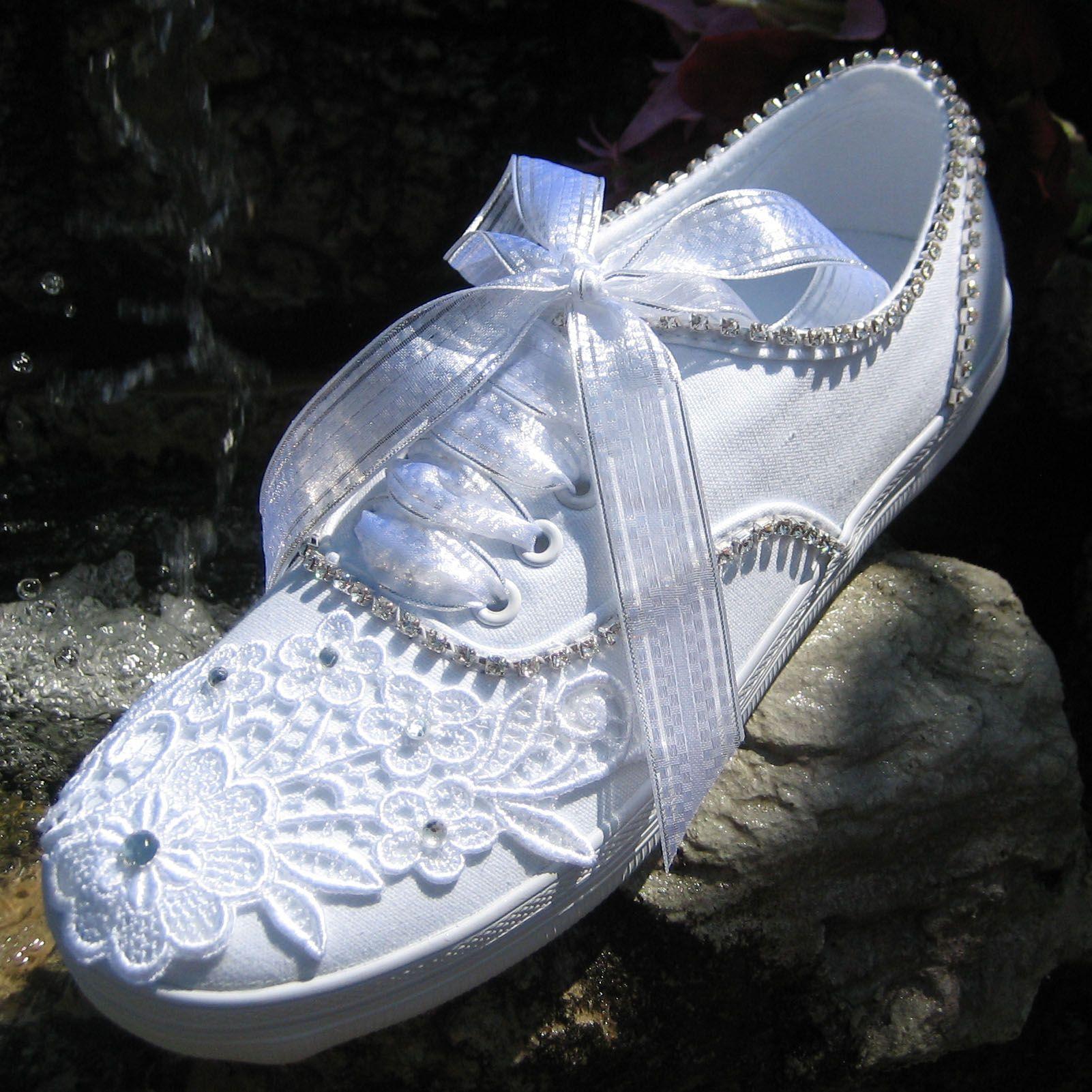 wedding sneakers.........now thats my kinida wedding shoe