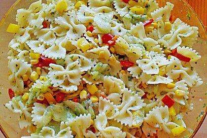 Bunter Nudelsalat ohne Mayonnaise von DiedickeTanteX | Chefkoch