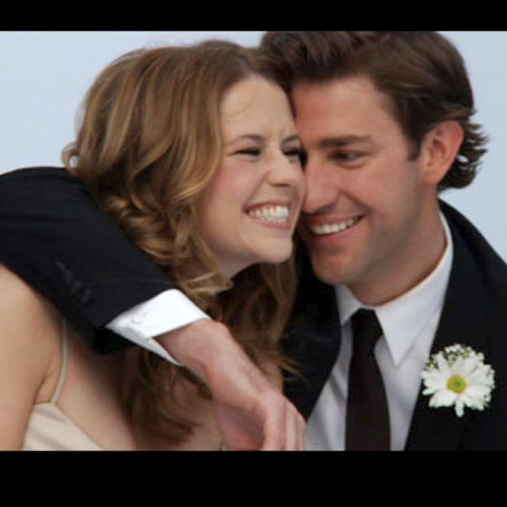 Jim And Pam Wedding.I Want A Picture Like This At My Wedding Jim And Pam Are Adorable