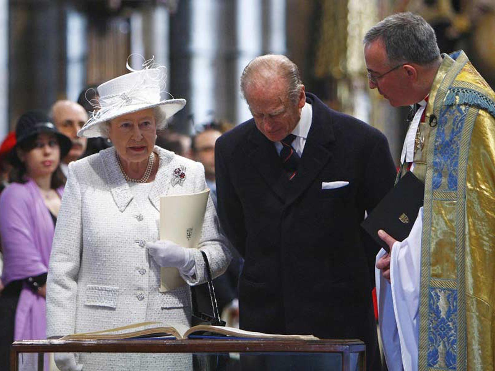 2007 Queen Elizabeth II celebrates 60 years of marriage