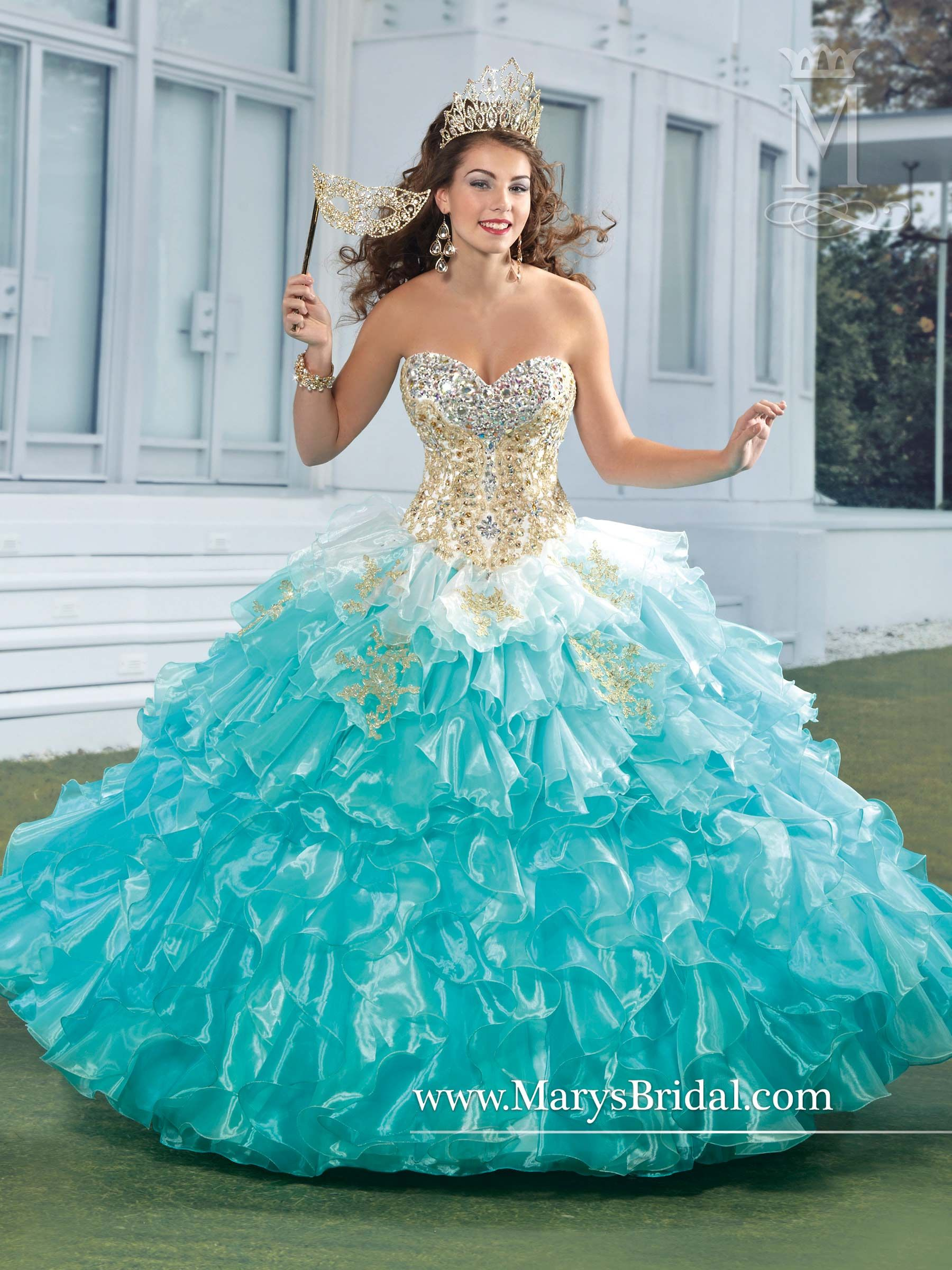15 Stylish Quinceanera Dresses with Sleeves | Gold