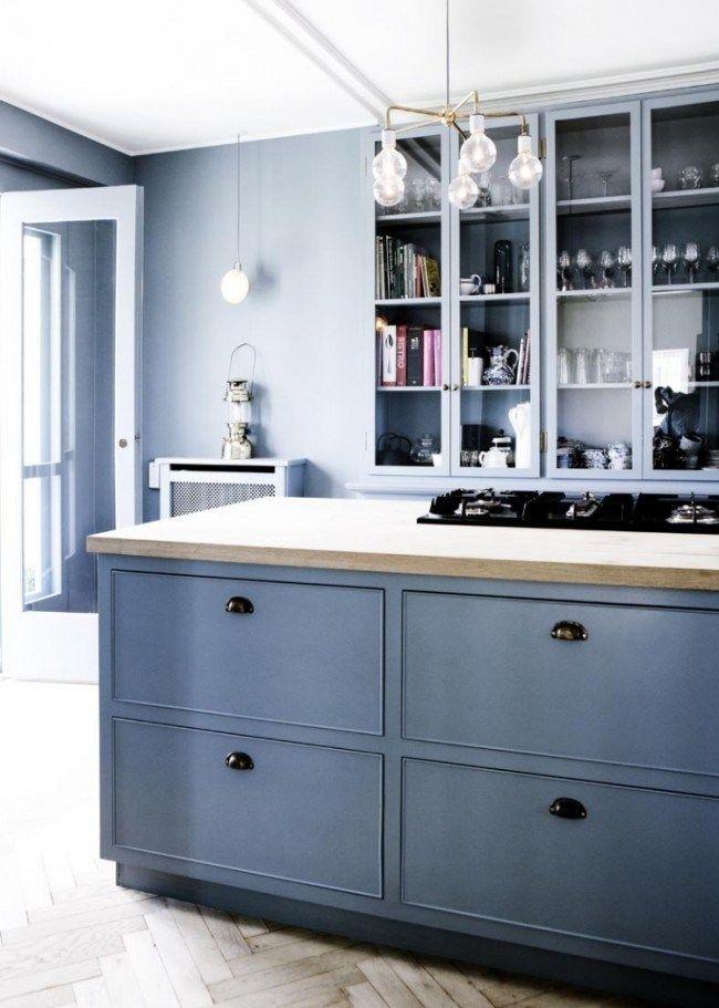 stilvolle Küche mit reduziertem Design in Grau-Blau Wohnideen - wandgestaltung kche farbe