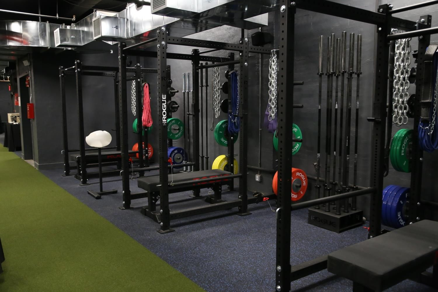 Images about gym s design on pinterest home gyms a gym and search - Cf Solace Ny Black Walls Turf Home Gym Designcrossfit Boxhome Gymsblack Walls