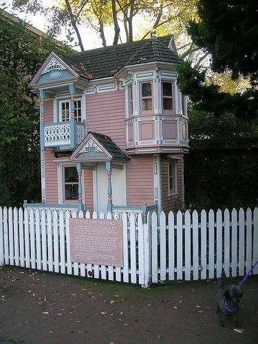 Victorian style tiny house Home style