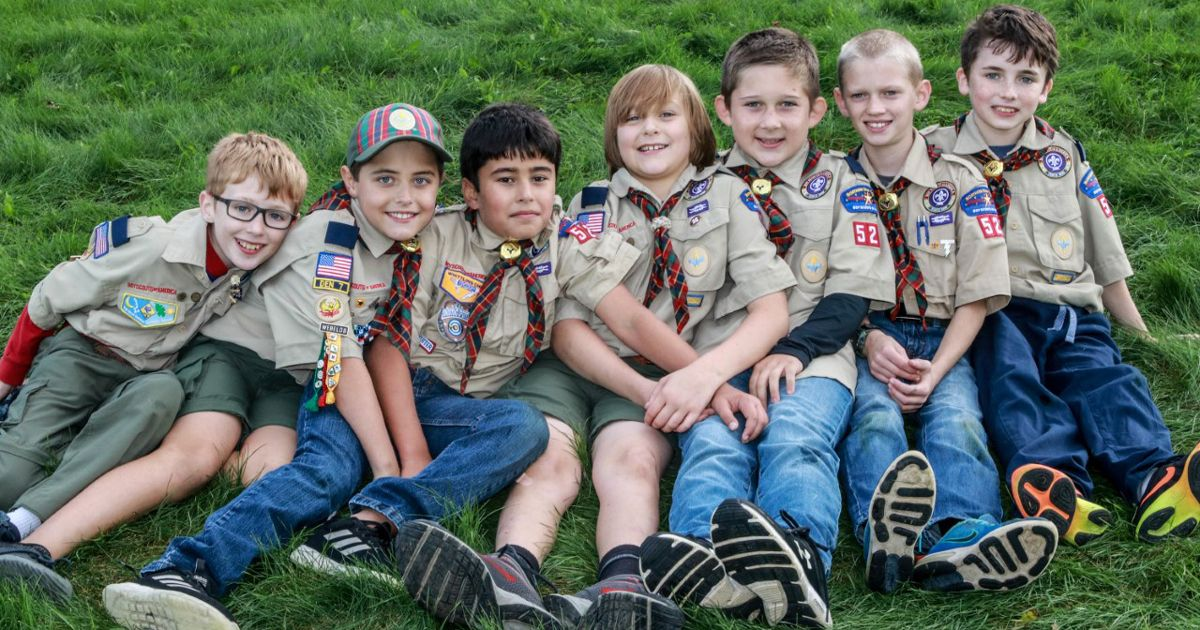 How this Cub Scout den earned all 27 Webelos and Arrow of Light adventure pins #cubscouts