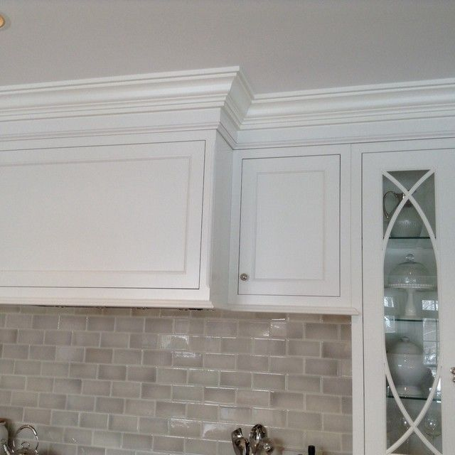 Cabinets moulding that goes to 9 ft ceiling 45 for White kitchen cabinets with crown molding