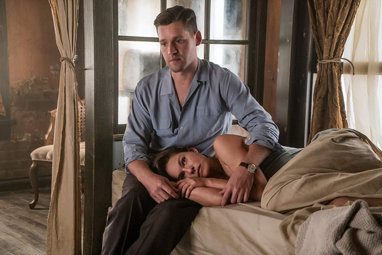 Alexa Davalos And Luke Kleintank In The Man In The High Castle
