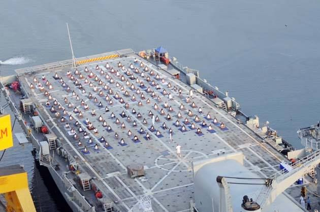 Daily Excelsior Indian Navy Personnel Doing Yoga To Mark How To Do Yoga Yoga Day Visakhapatnam