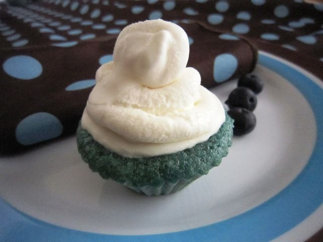 Ice Cream Blueberry Cupcakes, Take One by lristau