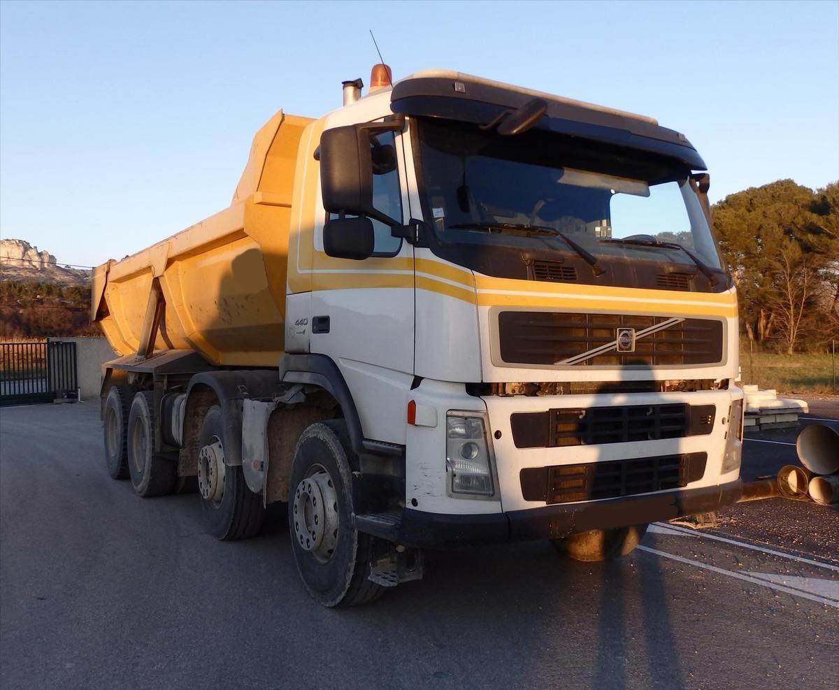 Camion VOLVO 440 8x4 Benne Enrochement  Rocline Forez Benne