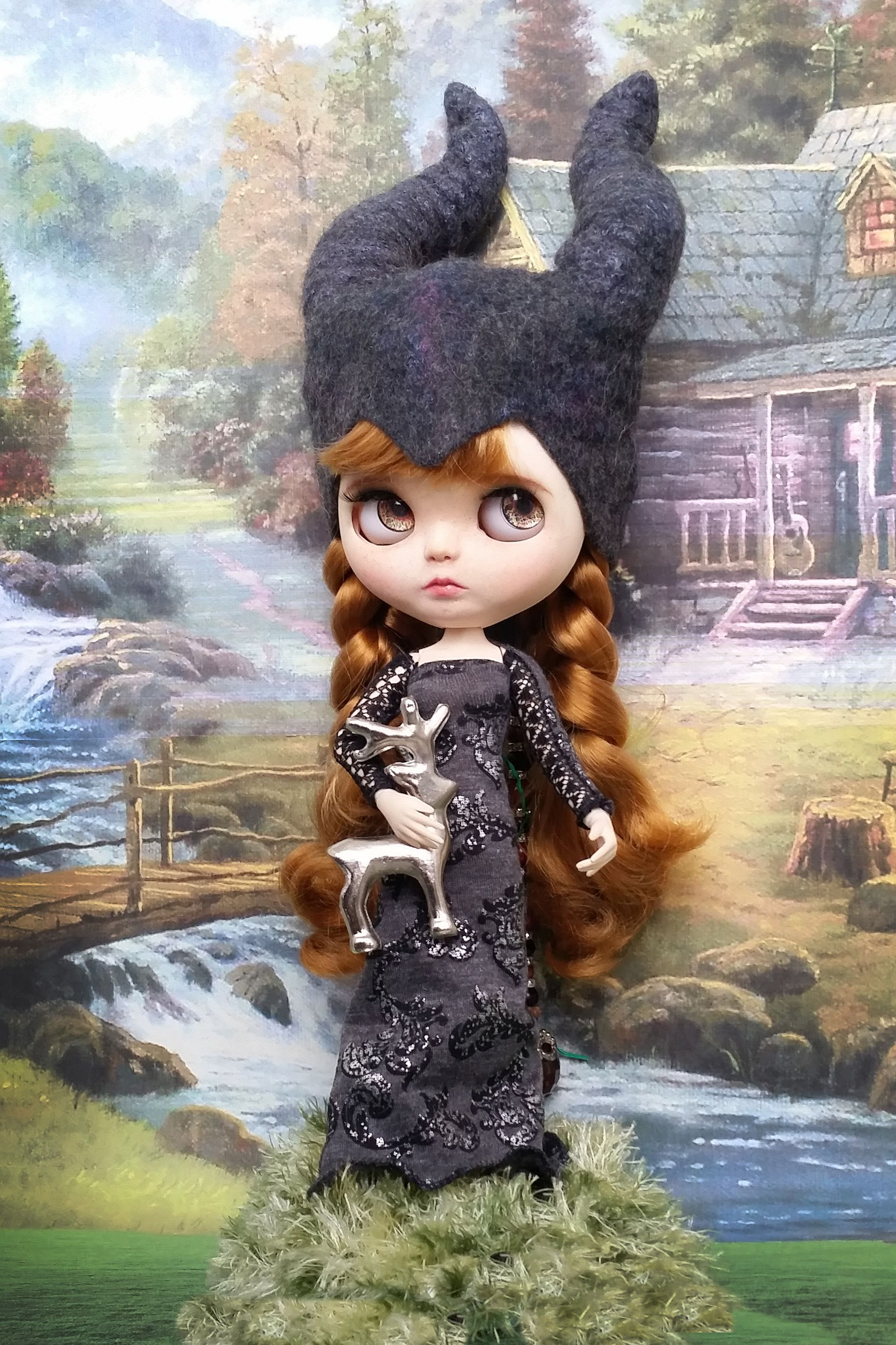 malefisenta headpiece for doll #queenshats Dark Queen hat for Blythe, Pullip dolls and 28 cm head dolls. Evil queen beanie with horns for Blythe.  #malefisent blythe hat #ooak blythe #horned headpiece for doll #blythe outfit #queenshats