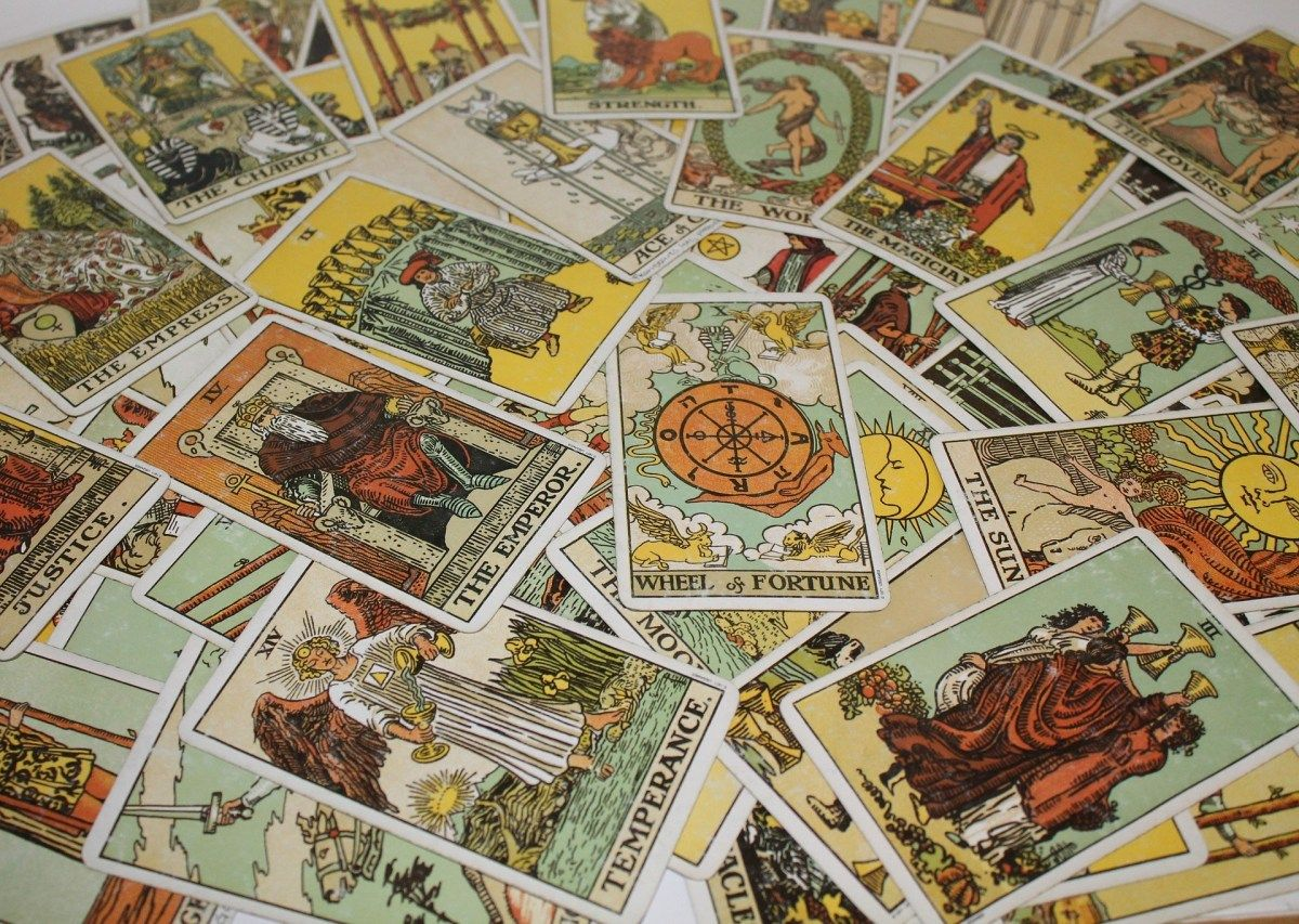 Introduction to tarot reading suits and cards rider