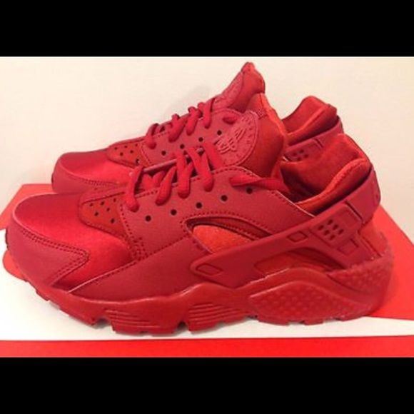 nike huarache triple red
