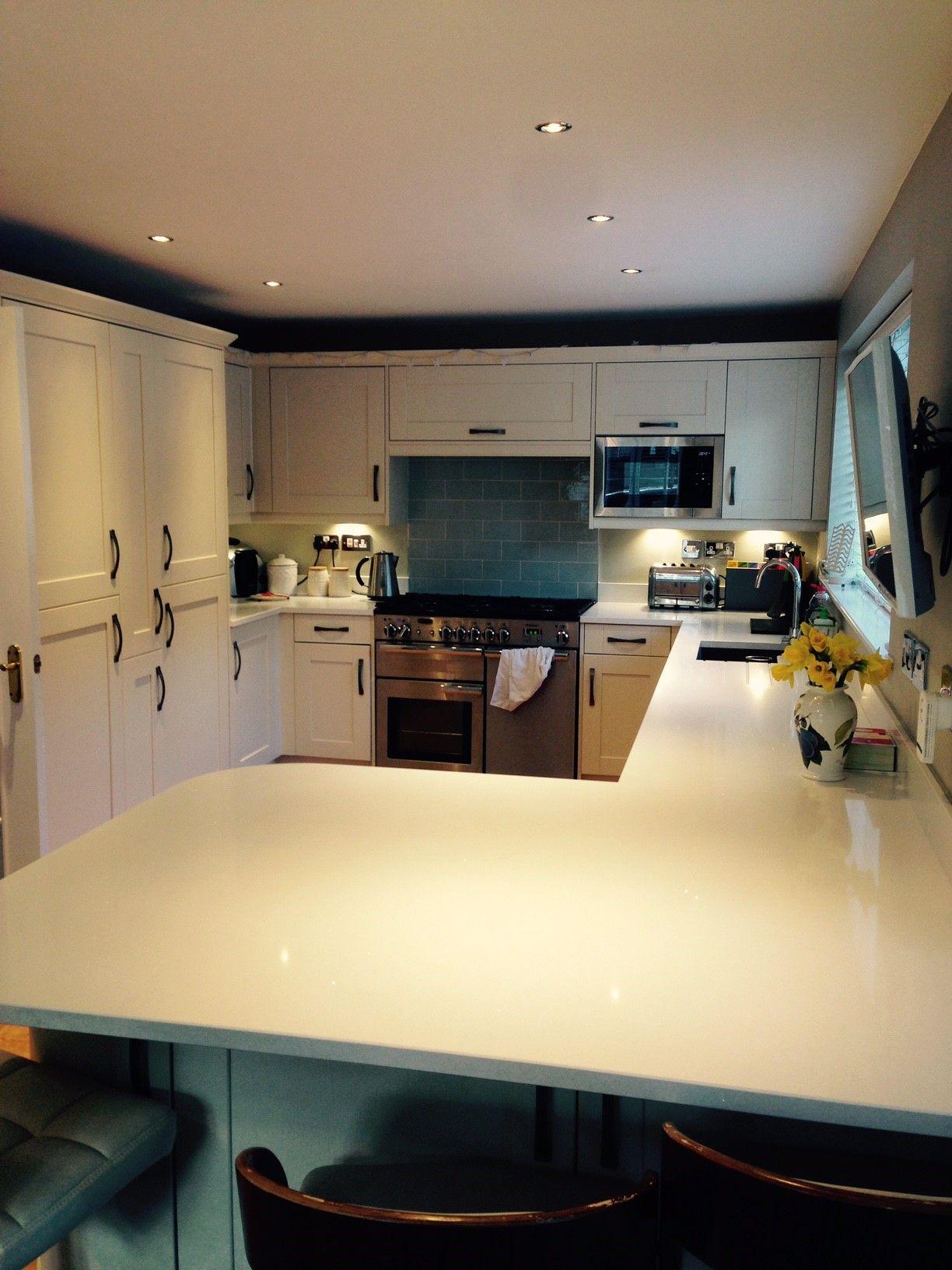 wren kitchens shaker alabaster timber and shaker cream matt the dream traditional combo we. Black Bedroom Furniture Sets. Home Design Ideas