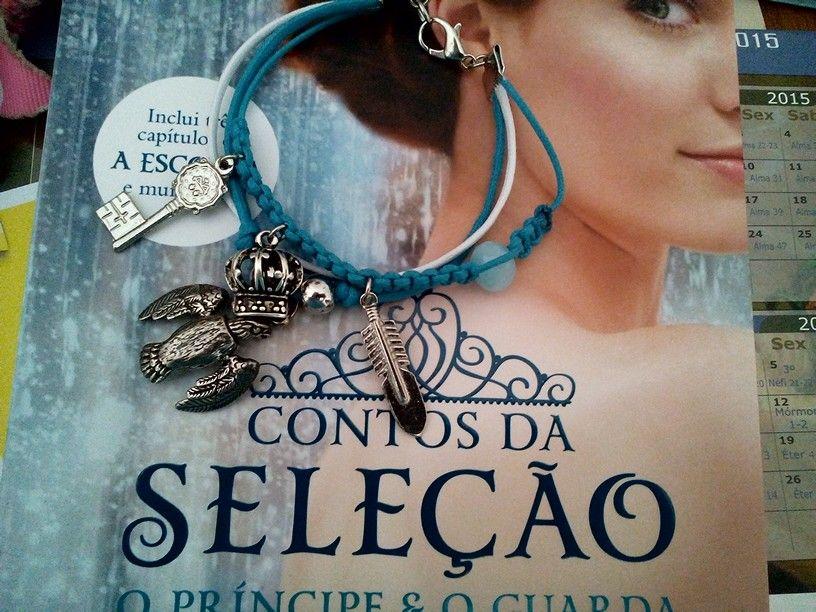 Filme, seriado, novela...tudo pode sair de um livro inclusive um bracelete.