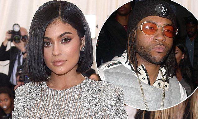 som er Kylie Jenner dating partynextdoor