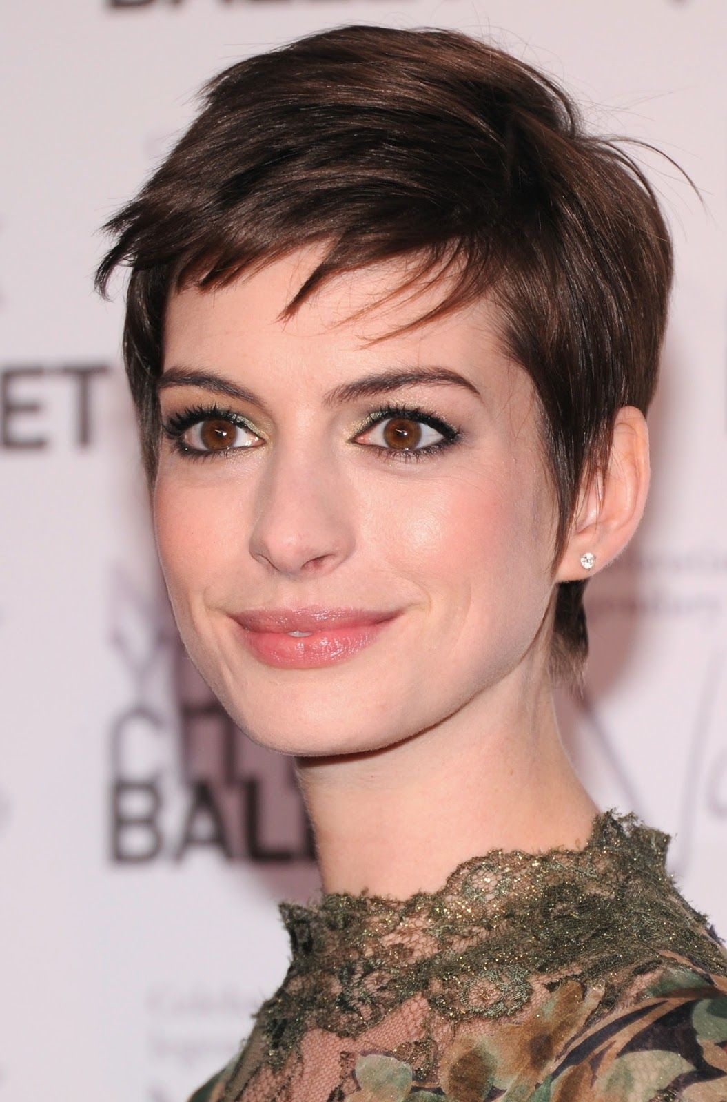 Anne Hathaway Short And Sleek Haircuts Teen Girls Short Hairstyles