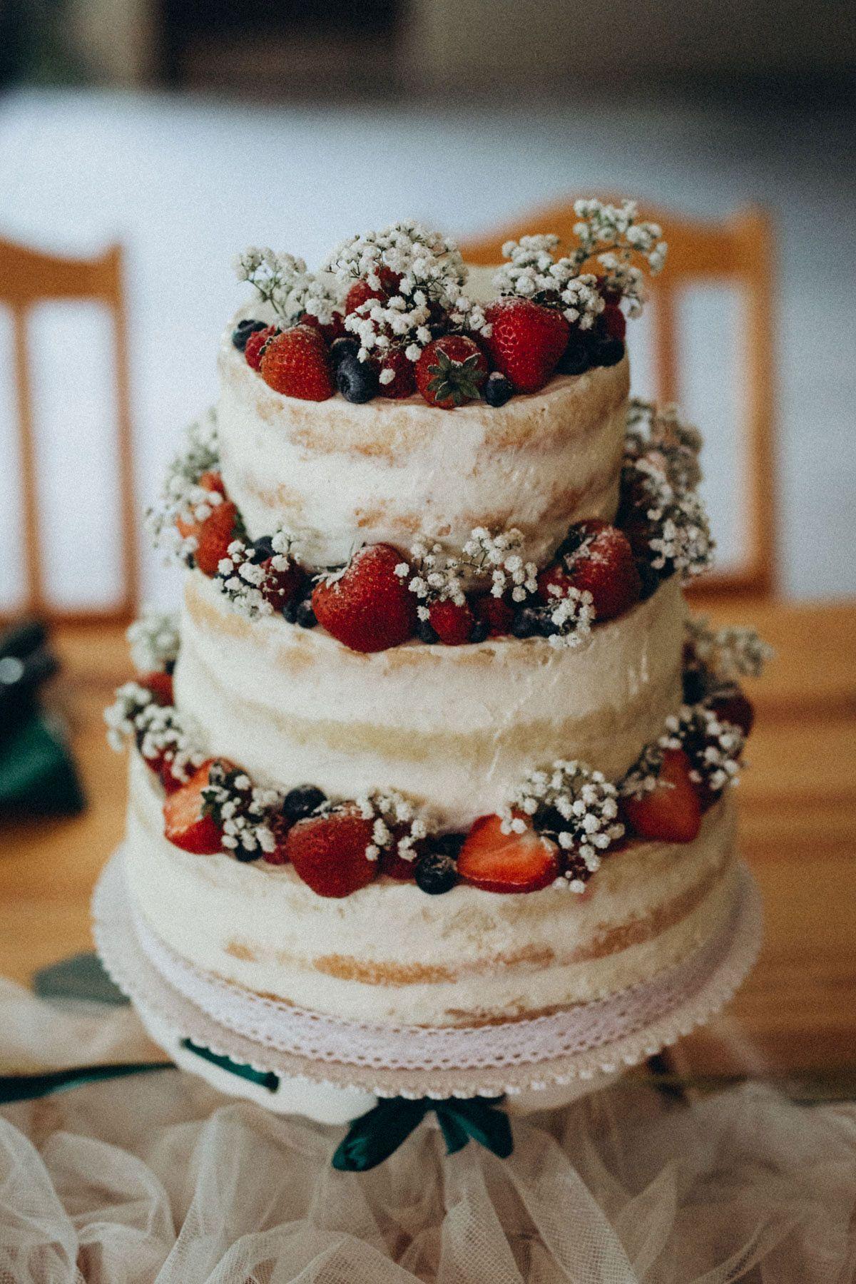 Naše svatba | Simple wedding cake, Traditional wedding cakes, Bridal shower  desserts