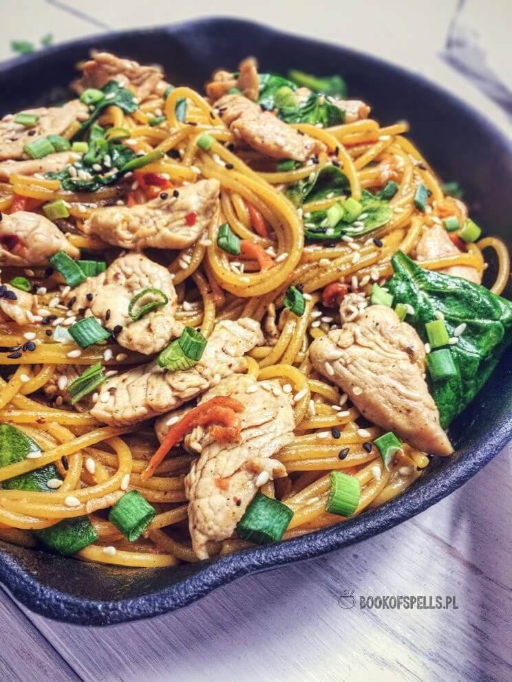 Bezglutenowe Spaghetti Z Indykiem I Szpinakiem Przepis Kuchnia